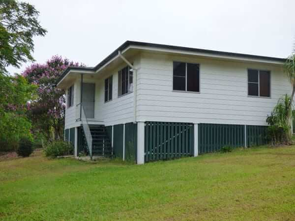Peace of Mind Property Rentals 3 Bedroom Large Yard Pomona -SideView of the House